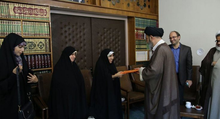 تقدیر و دلجویی امام جمعه تبریز از بانوان خبرنگار تبریزی بمناسبت روز خبرنگار