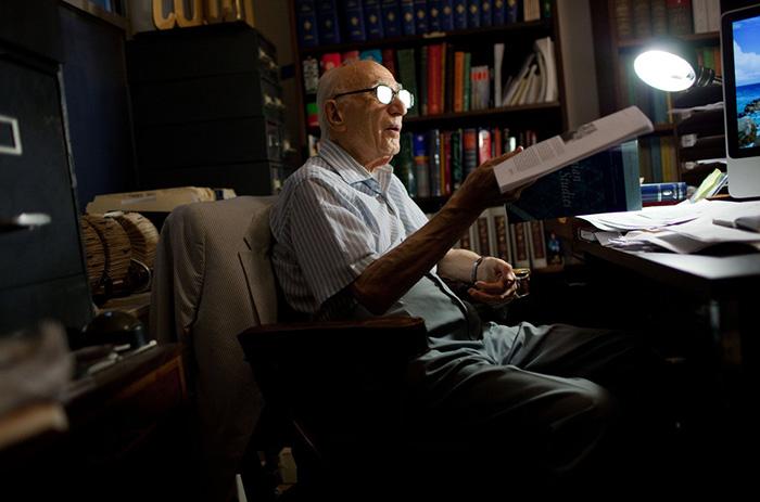 احسان یارشاطر بنیانگذار مرکز ایرانشناسی آمریکا و مدیر تدوین دانشنامه انگلیسیزبان ایرانیکا