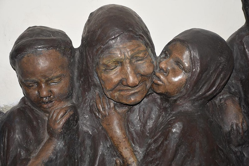 سید علیاکبر صنعتى زاده: مجسمههای مردم پيرامون