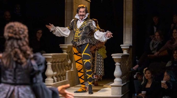 نمایشنامه « شب دوازدهم » ( Twelfth Night )، با نام دوم هر چه تو بخواهی ( What You Will ) اثری دیگر از « ویلیام شکسپیر »